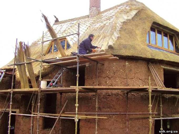 Монолитный саманный дом своими руками видео